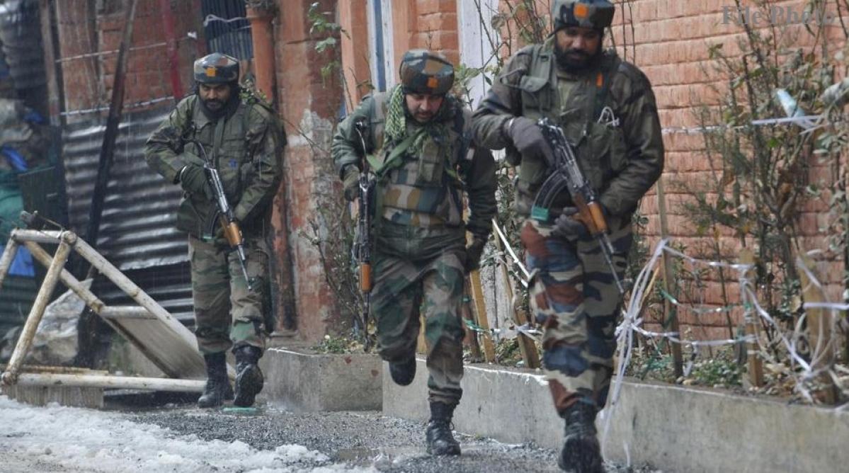 जम्मू-कश्मीर में मुठभेड़, दो आतंकियों को सुरक्षाबलों ने घेरकर मार गिराया