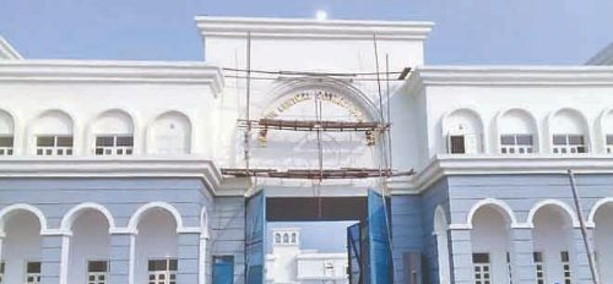 पश्चिम बंगाल : बारुईपुर जेल में कैदियों के बीच हिंसक झड़प, अधिकारी की पिटाई