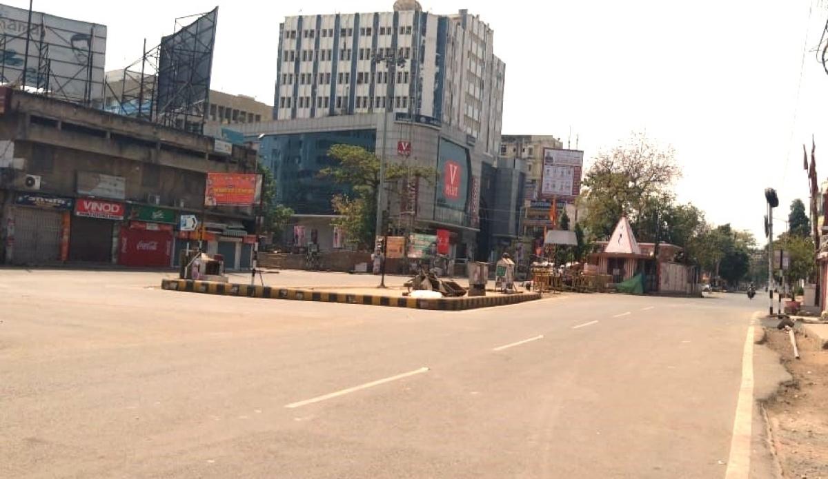 जनता कर्फ्यू के दौरान पटना के बोरिंग रोड चौराहे पर पसरा सन्नाटा