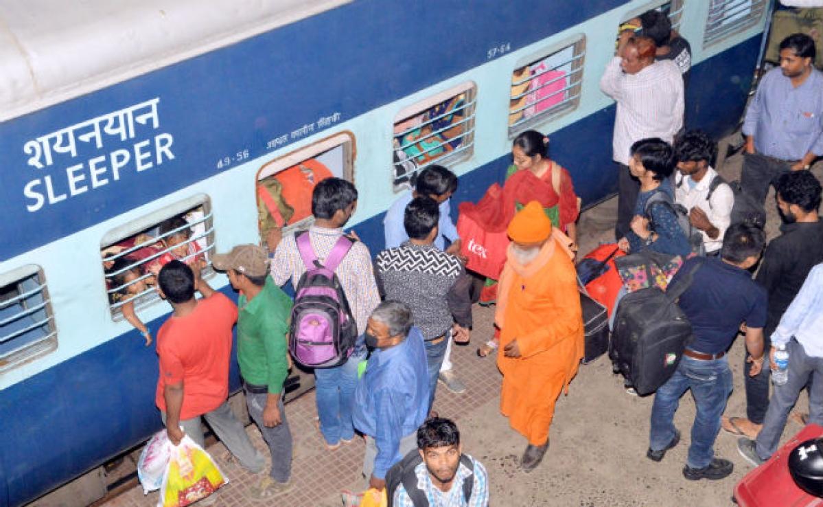 Coronavirus : ECR ने बिहार-झारखंड सहित 50 स्टेशनों के प्लेटफॉर्म टिकट 50 रुपये किये