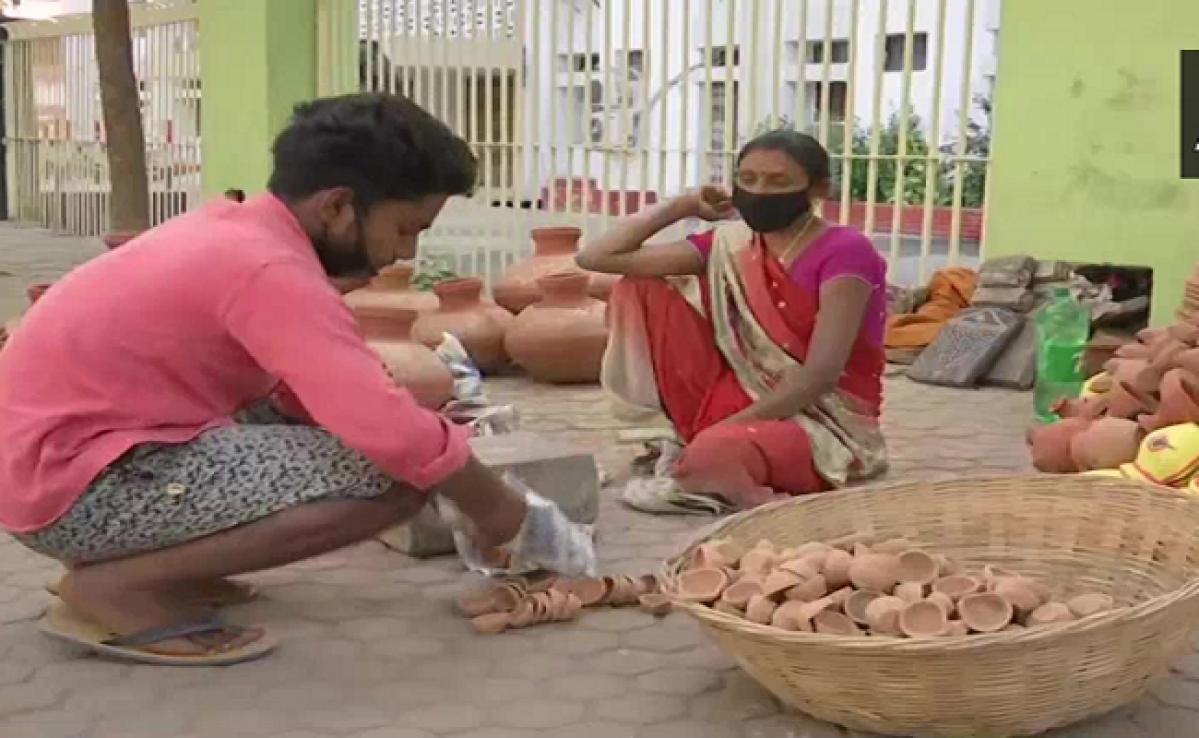 9 PM 9 Minutes : पीएम मोदी के अपील के बाद  पटना के सड़कों पर बिक रहे हैं दीये