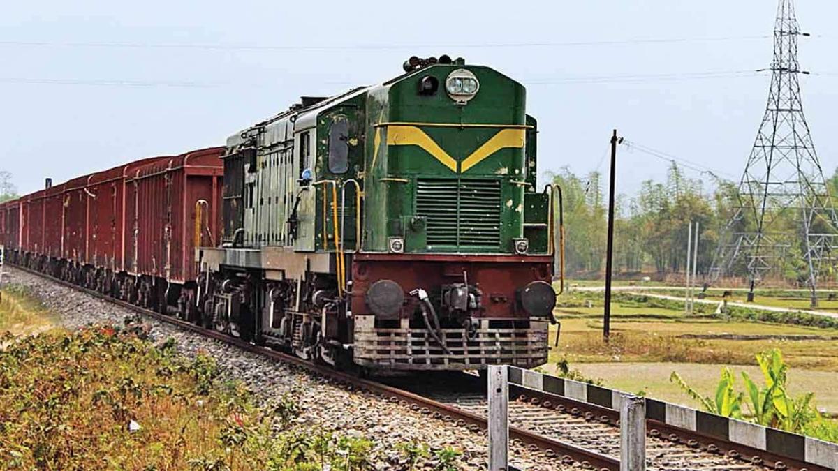 Indian Railways: : लॉकडाउन के दौरान ट्रेन से भेजें जरूरी सामान, बस करें ये छोटा सा काम