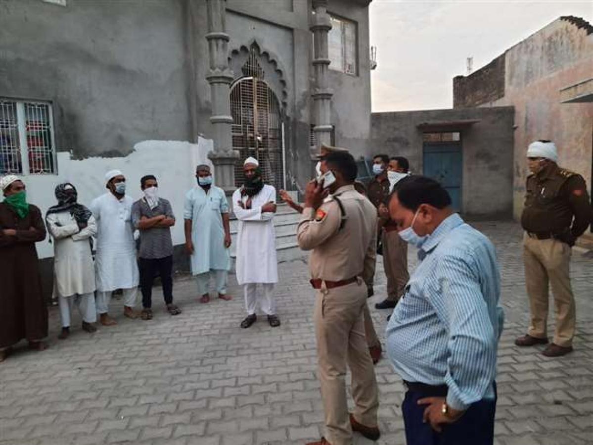 यूपी के बदायूं जिले में मस्जिद-मदरसों में छापेमारी, 38 लोग बाहर के मिले