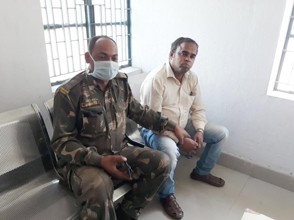 लॉकडाउन में एक लाख रुपये की रिश्वत ले कहा था शिक्षा विभाग का क्लर्क, दुमका एसीबी ने किया गिरफ्तार