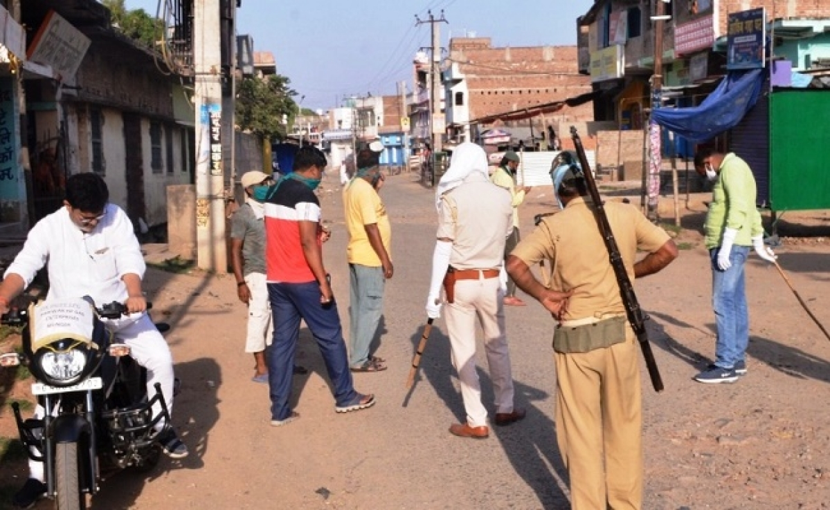 Bihar News Update : कोरोना संदिग्ध परिवार को लाने गयी मेडिकल टीम पर हमला, पुलिस वाहन को भी किया क्षतिग्रस्त