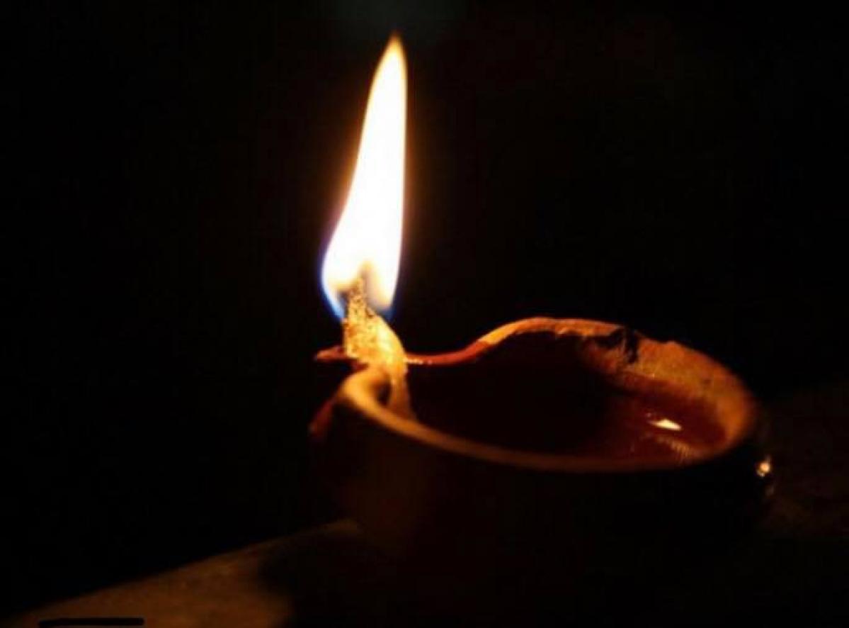 विद्यार्थियों, शिक्षकों व कर्मियों से दीया,  मोमबत्ती व फ्लैश लाइट जलाने का आग्रह