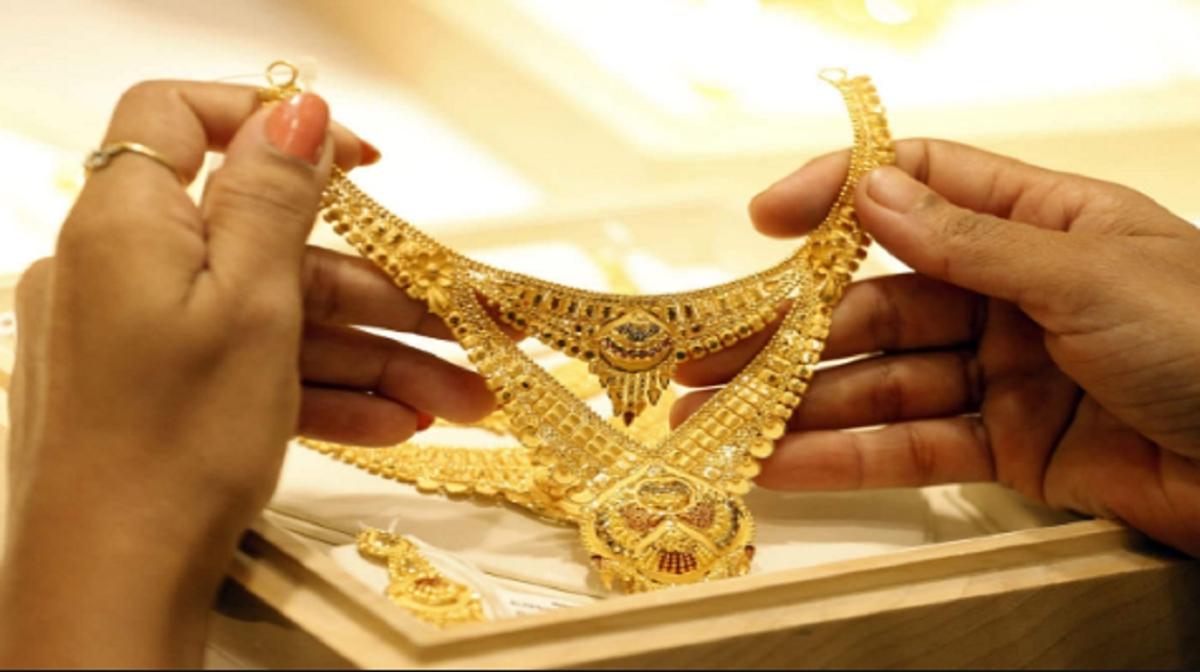Gold Price Today : दूसरे दिन भी सोने की चमक रही बरकरार, 448 रुपये प्रति 10 ग्राम बढ़कर 43,688 रुपये पहुंची कीमत