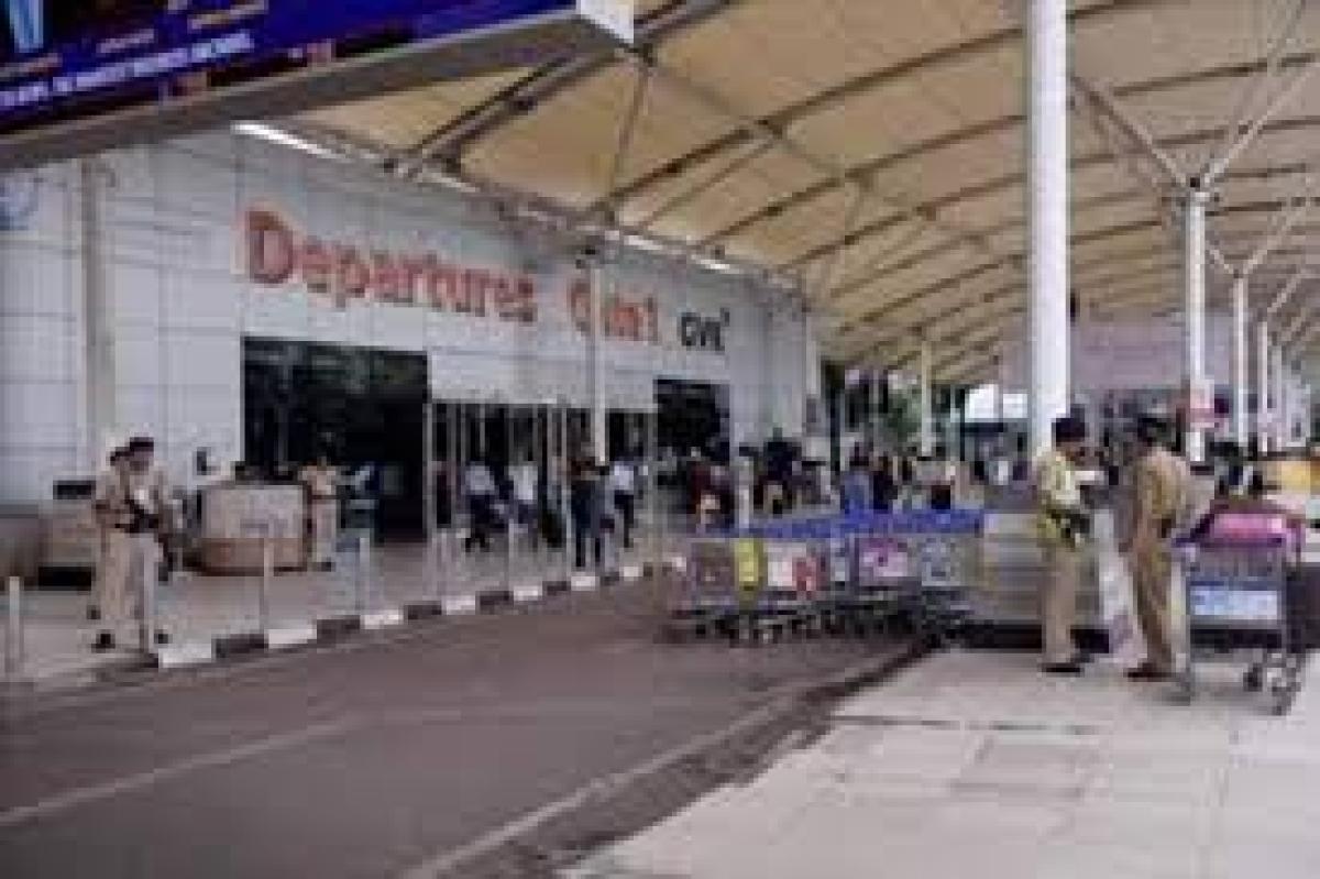 मुंबई एयरपोर्ट पर तैनात CISF के 11 जवानों की रिपोर्ट पॉजिटिव