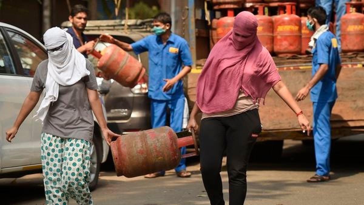 Gas Cylider: घरेलू रसोई गैस के घट गए दाम, आज से रसोई गैस के लिए देने होंगे इतने पैसे