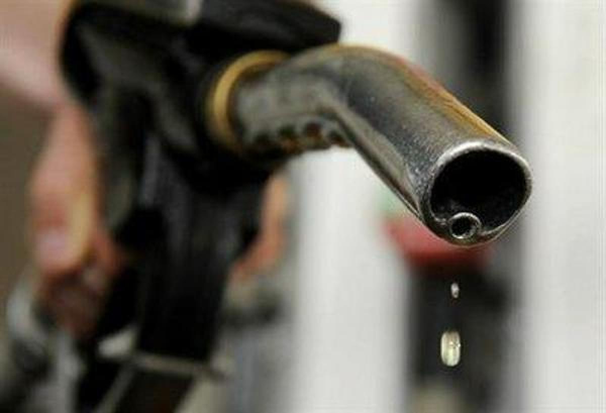 पेट्रोल डीजल पर अमेरिका रूस की तनातनी से ग्राहकों को फायदा, जानें भारत में आज की कीमत