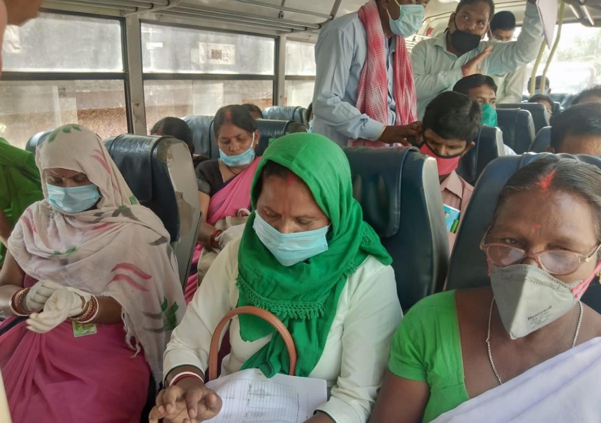 Coronavirus Pandemic : कोरोना की जांच करने पहुंचे स्वास्थ्यकर्मियों को देखते ही भड़के हिंदपीढ़ी के लोग