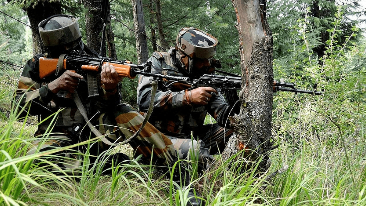 जम्मू कश्मीरः बीते 24 घंटे में सुरक्षाबलों ने मार गिराये नौ आतंकी, मुठभेड़ में 3 जवान शहीद