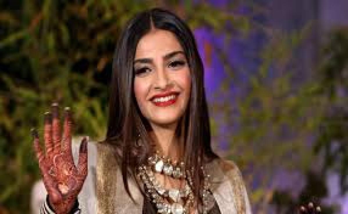 आनंद अहुजा के साथ फिल्म बनायेंगी सोनम कपूर