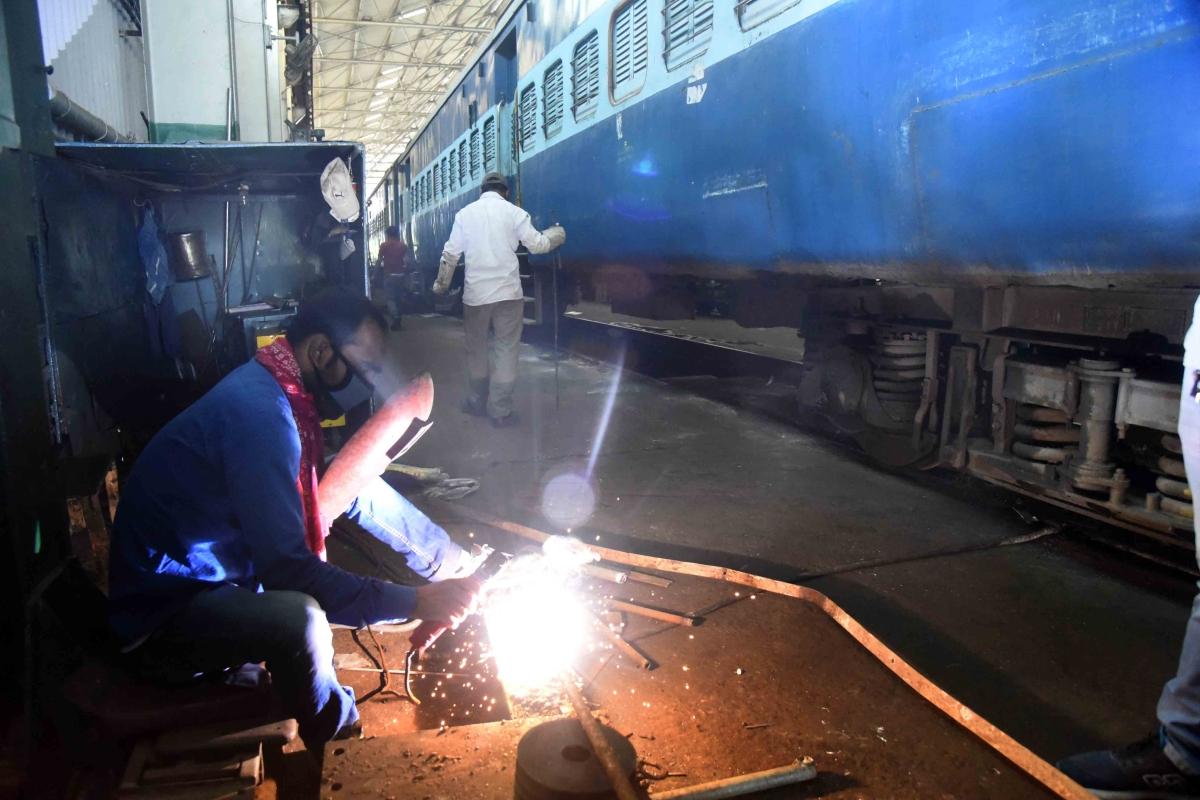 कोरोनावायरस को लेकर रेलवे की तैयारी, पू. मध्य रेलवे ने 85 कोचों को बनाया आइसोलेशन वार्ड