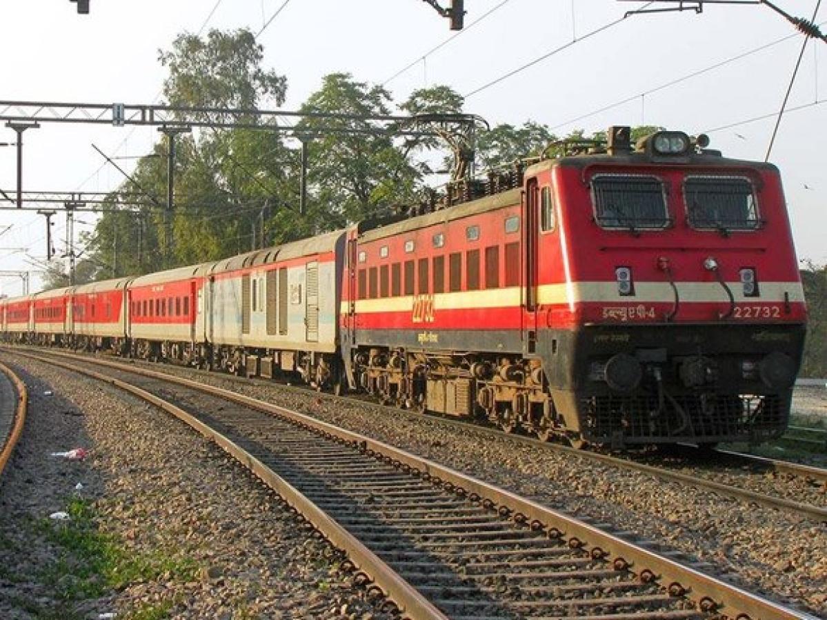 IRCTC News : इन ट्रेनों में  सीटों की बुकिंग 30 अप्रैल तक रद्द, क्या बढ़ेगा लॉकडाउन?