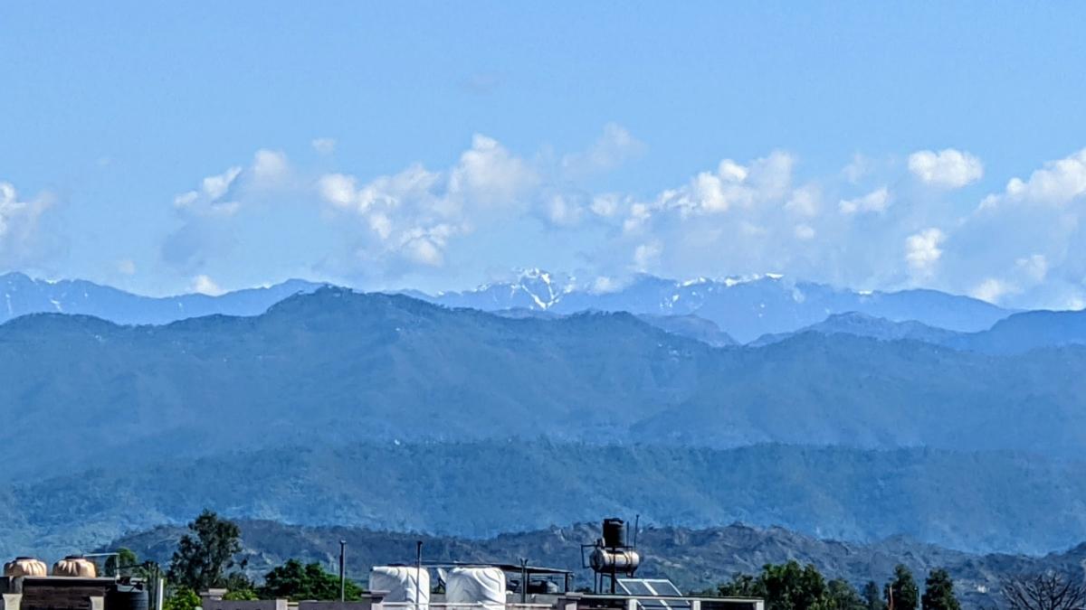 लॉकडाउन का असर: सुकून में है प्रकृति, 30 साल बाद दिखा धौलाधर पर्वत