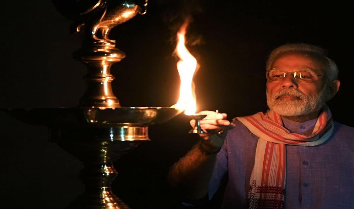 9 PM 9 Minute : ठीक 9 बजे और जल उठे करोड़ों दीये, दीपावली सा दिखा नजारा, कोरोना के खिलाफ एकजुट हुआ देश