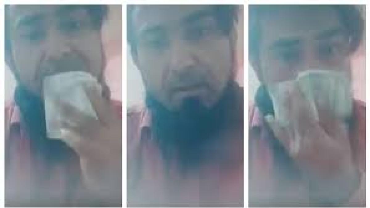 नाक को नोटों से साफ कर  बोला- कोरोना बीमारी नहीं, अल्लाह का श्राप है, पुलिस ने दबोचा