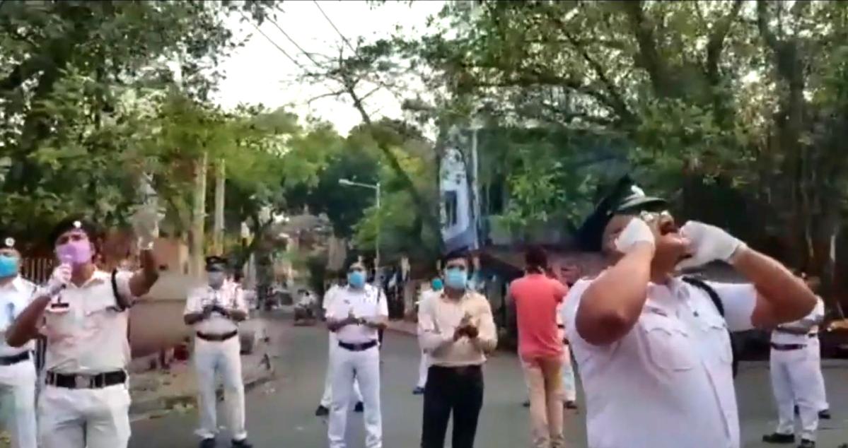 कोरोना वायरस के खौफ के बीच कोलकाता के इंटाली में इटली का प्रयोग, देखें VIDEO