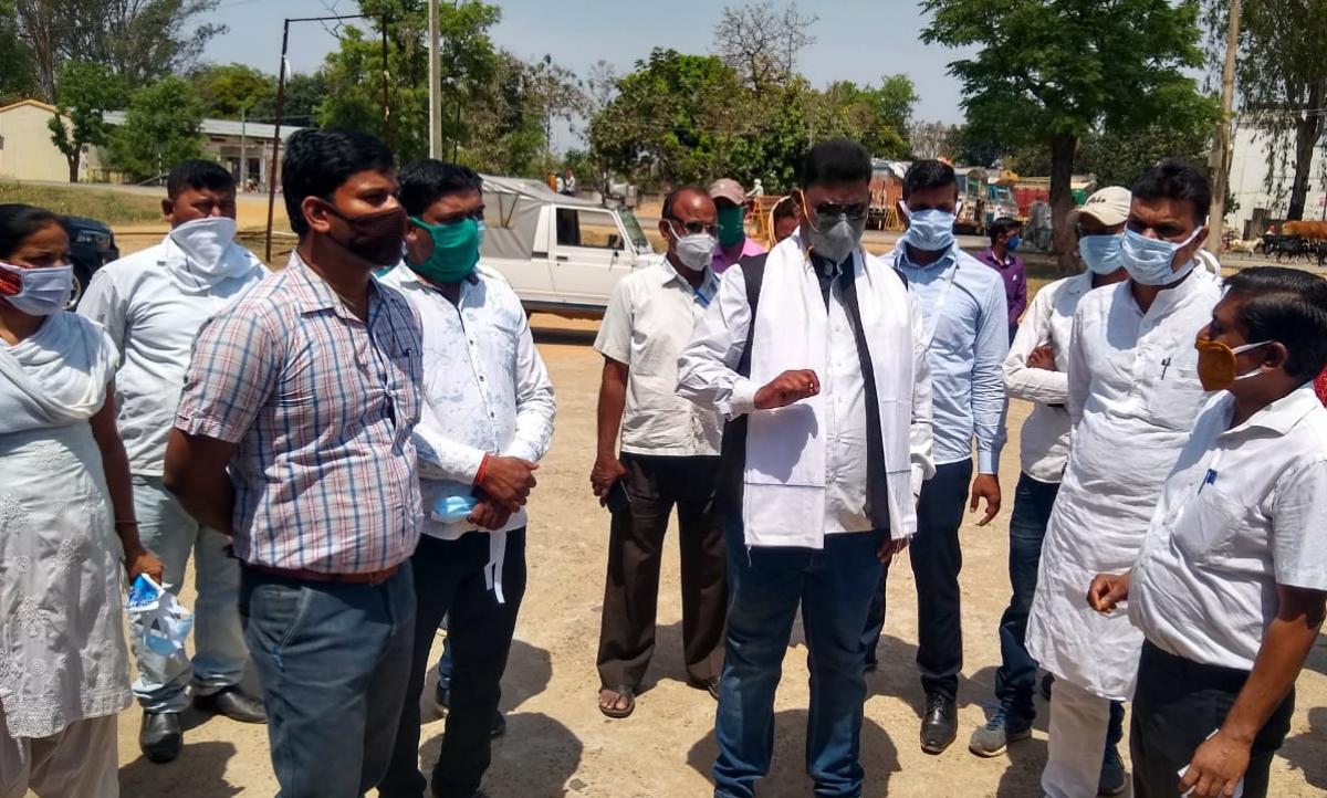 सुरक्षा का हवाला देकर इटखोरी सामुदायिक स्वास्थ्य केंद्र कर्मी गये हड़ताल पर, मंत्री के समझाने पर लौटे