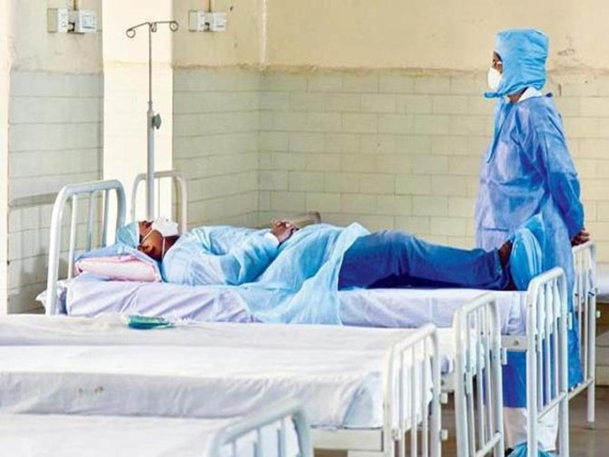 Corona पीड़ित महिला का डायलिसिस करनेवाले डॉक्टर व कर्मचारी Quarantine