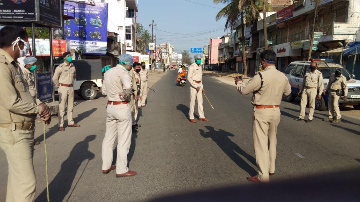Coronavirus Lockdown Jharkhand LIVE: हिंदपीढ़ी में सैनीटाइज करने गये नगर निगम के टैंकर ड्राइवर को लोगों ने पीटा
