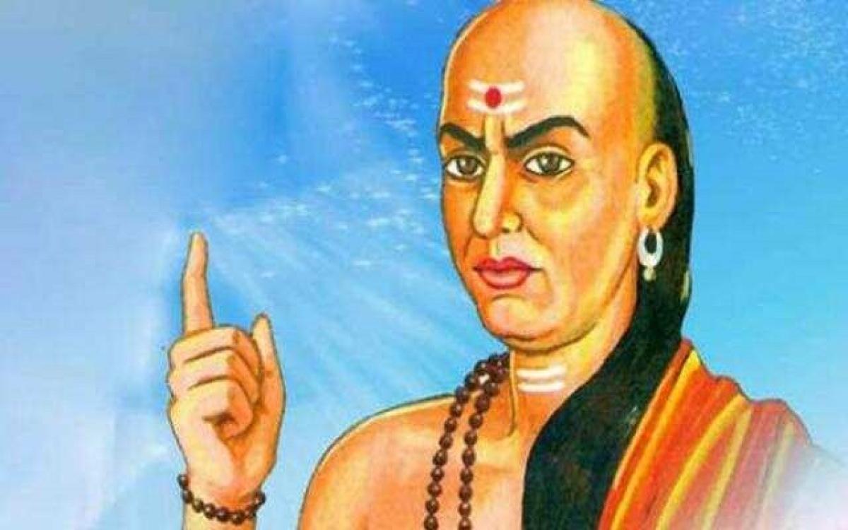 Chanakya Niti : इन्हें भूलकर भी नींद से नहीं जगाएं, आ सकती  है मौत