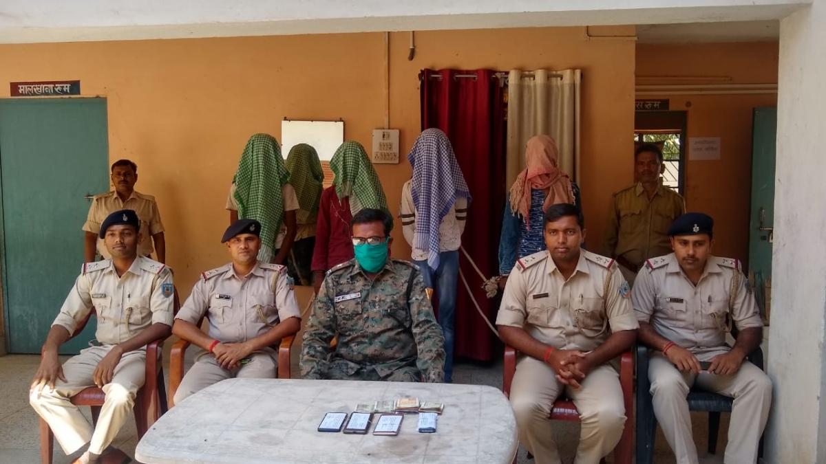 इटखोरी पुलिस ने सब्जी लूट कांड में शामिल लुटेरों को किया गिरफ्तार