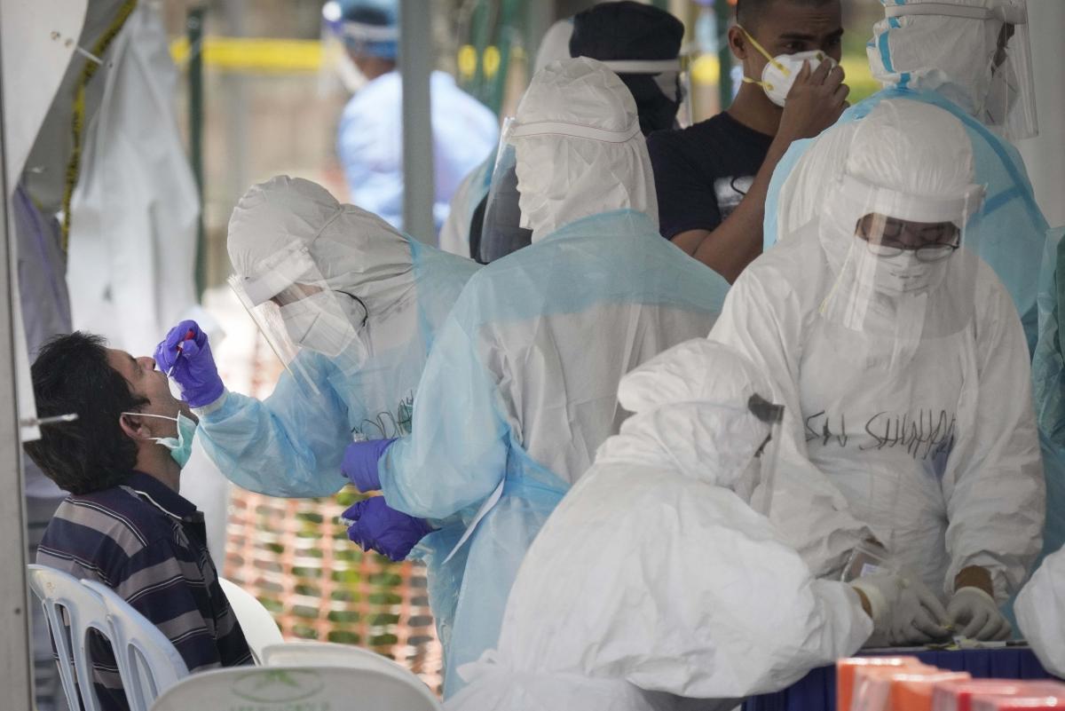 भारत में इस रफ्तार से बढ़ रहा है कोरोना का संक्रमण, आगे संकट गहरा, ग्राफ से समझें