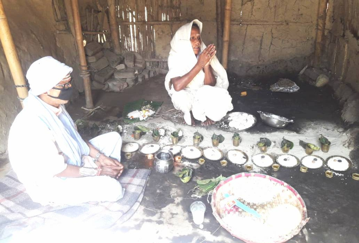 Lockdown in Bihar : पति को मुखाग्नि के बाद कौशल्या ने पढ़े मंत्र, द्वादशा पर किया पिंडदान, गांव नहीं पहुंच सके दोनों पुत्र