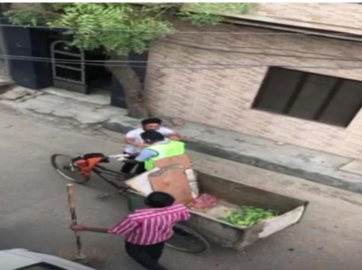 Corona Warrior : पंजाब के नाभा में लोगों ने सफाई कर्मी को नोटों की माला पहनाकर किया स्वागत, देखें वीडियो