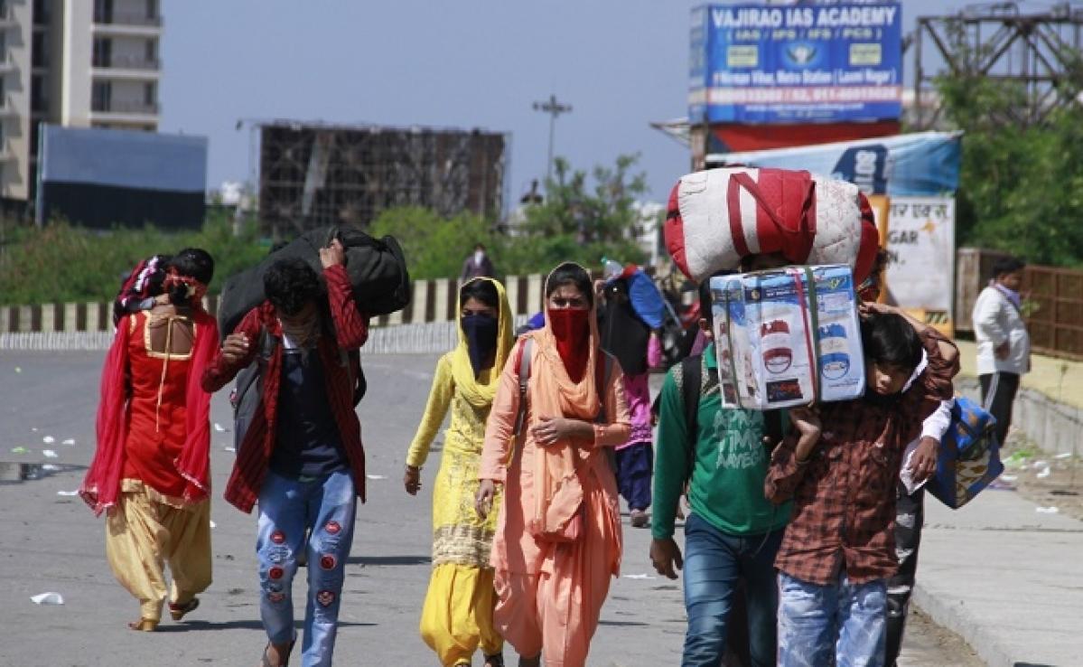 Lockdown : मां के अंतिम संस्कार में नहीं हो सके शामिल, बोले- दिल्ली में फंसे लोगों को मेरी जरूरत