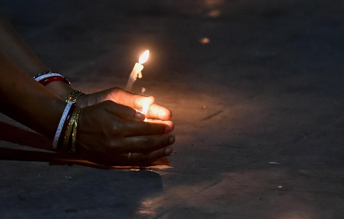 बंगाल में 9 मिनट में जलाये गये 6 करोड़ रुपये के पटाखे, प्रदूषण लेवल 6 गुणा बढ़ा, 98 गिरफ्तार