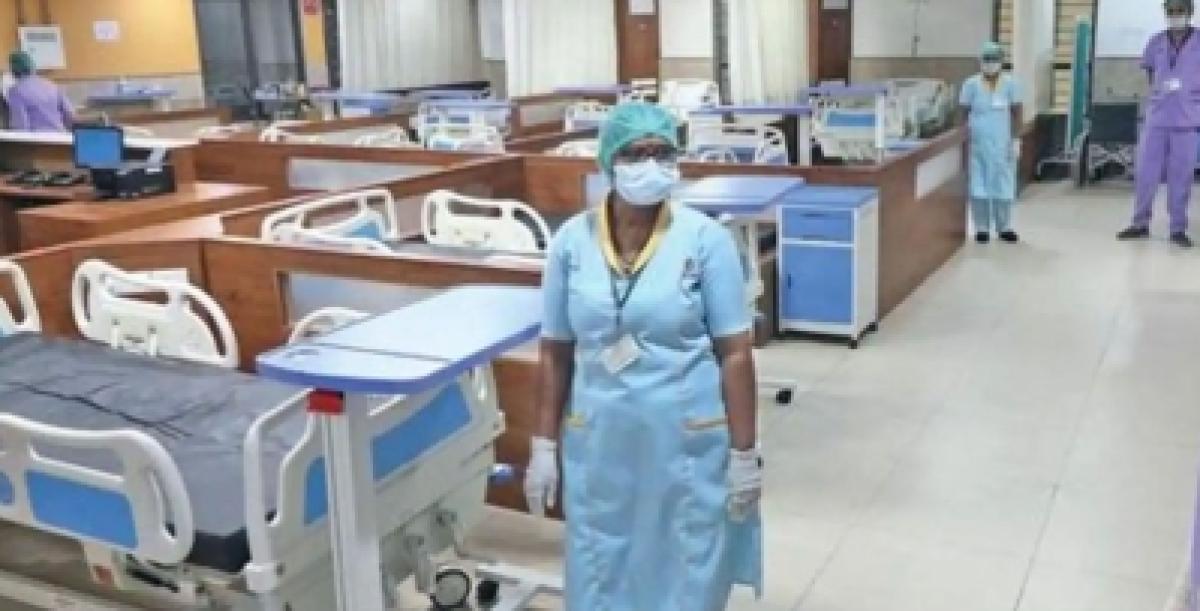 कोविड-19 ड्यूटी के चलते 15 दिन से घर नहीं लौटी नर्स मां को याद करती हुई बच्ची का वीडियो हुआ वायरल