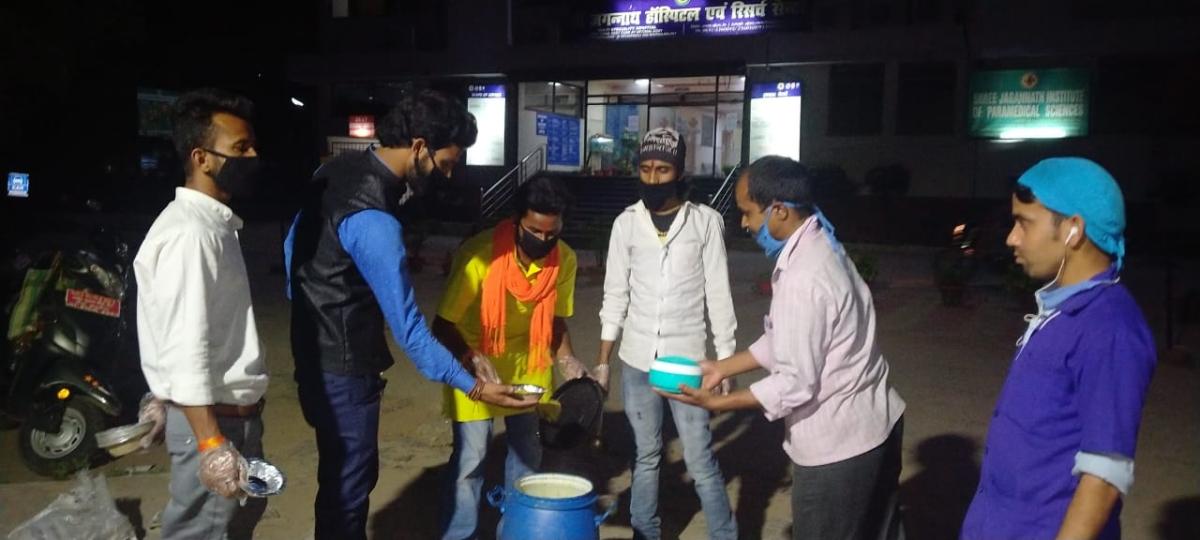 लॉकडाउन की वजह से झारखंड, बिहार में फंसे कर्मचारियों, प्रवासियों की मदद के लिए सामने आये आईआईटी, आईआईएम के छात्र
