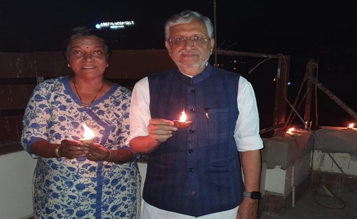 9 pm, 9 minute : PM मोदी की अपील पर बिहार में भी लोगों ने रोशनी जला मनायी दीवाली, RJD ने जलायी लालटेन