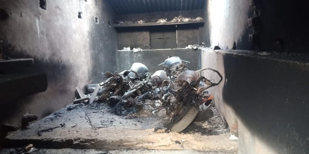 Jharkhand : लॉकडाउन में सोनुआ तक घुसे नक्सली मचाया तांडव, एक व्यक्ति को मारी गोली, छात्रावास को उड़ाया