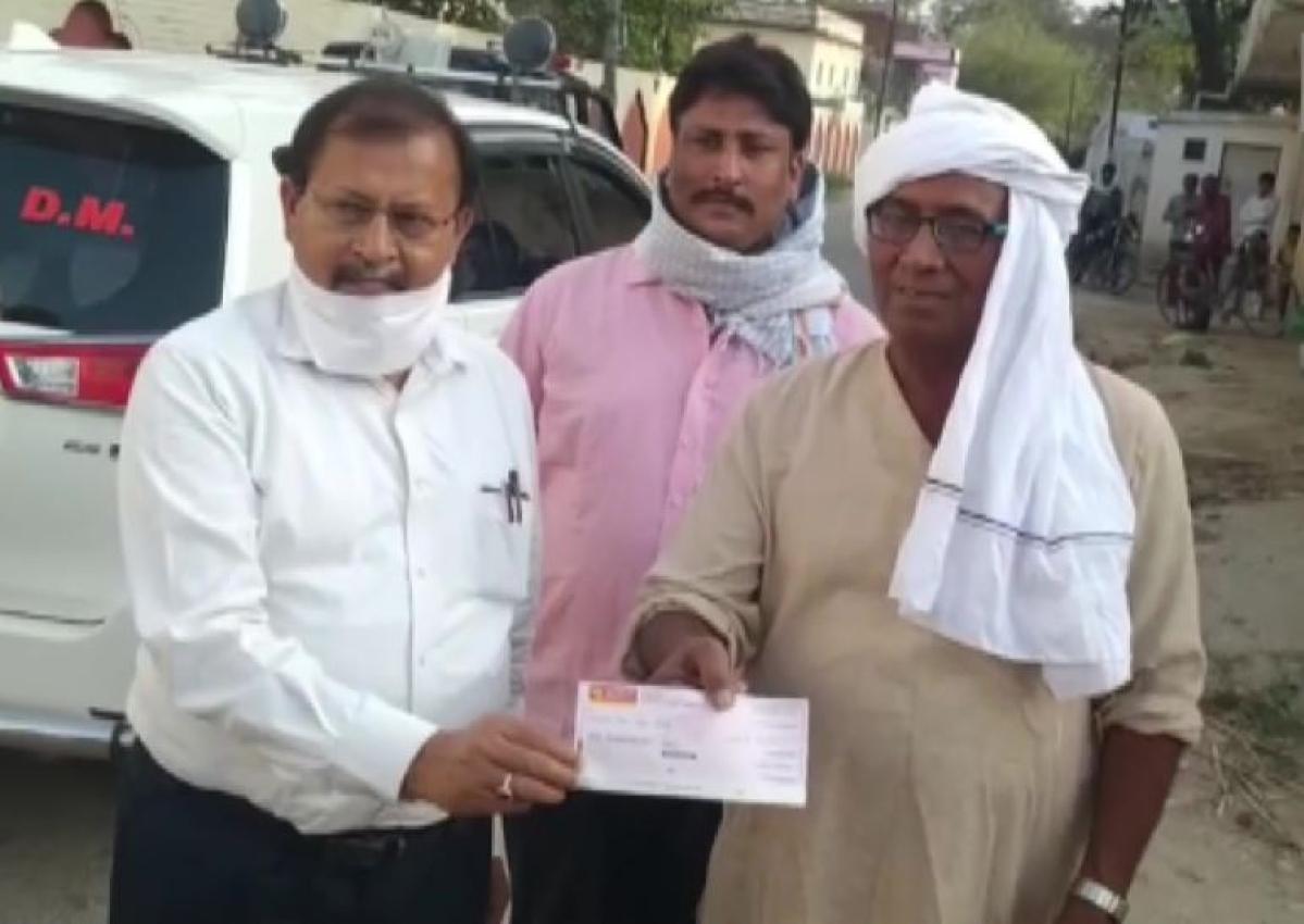 पिता की अंत्येष्टी के पैसों को किसान बेटों ने  सीएम फंड में किया दान, पेश की मिसाल
