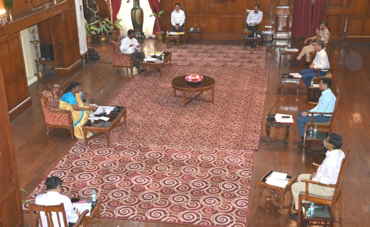 Covid19: राज्यपाल द्रौपदी मुर्मू ने की समीक्षा बैठक, कहा- लॉकडाउन के बाद की स्थिति से निबटने की करें तैयारी