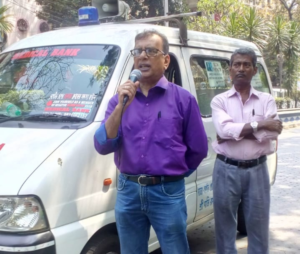 Coronavirus Pandemic: कोलकाता में घूम-घूमकर लोगों को जागरूक कर रहे मेडिकल बैंक के डी आशीष