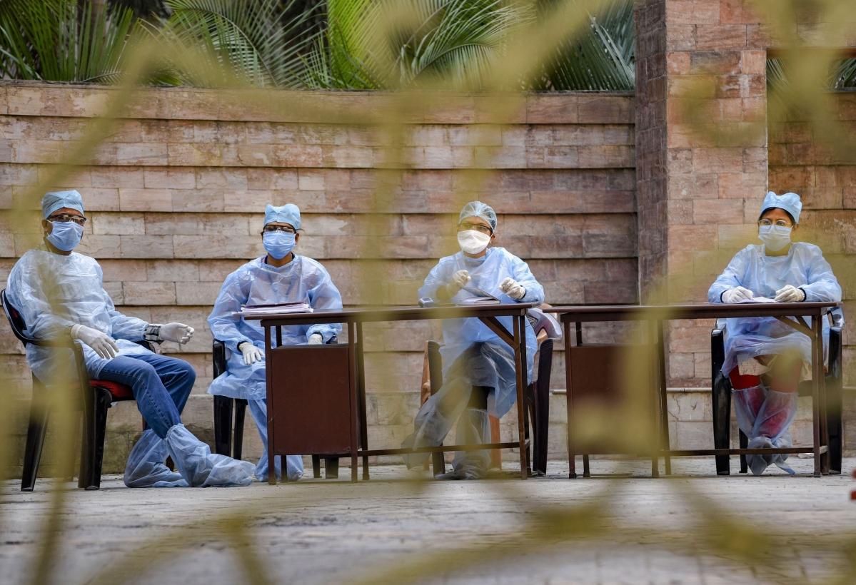 Coronavirus News Live Update : गोवा में डॉक्टरों और मेडिकल स्टाफ को 50 लाख का अतिरिक्त इंश्योरेंस कवर, बेसिक सैलरी में 25% की वृद्धि