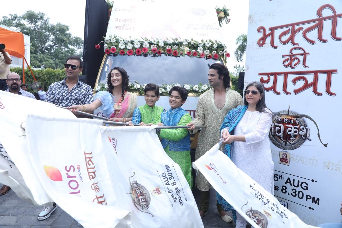 Siddharth Kumar Tewary, Shivya Pathania,Harshit Kabra, Krish Chauhan, Himanshu Soni and Nina Elavia Jaipuria flagging off COLORS' Bhakti Ki Yatra in Lucknow