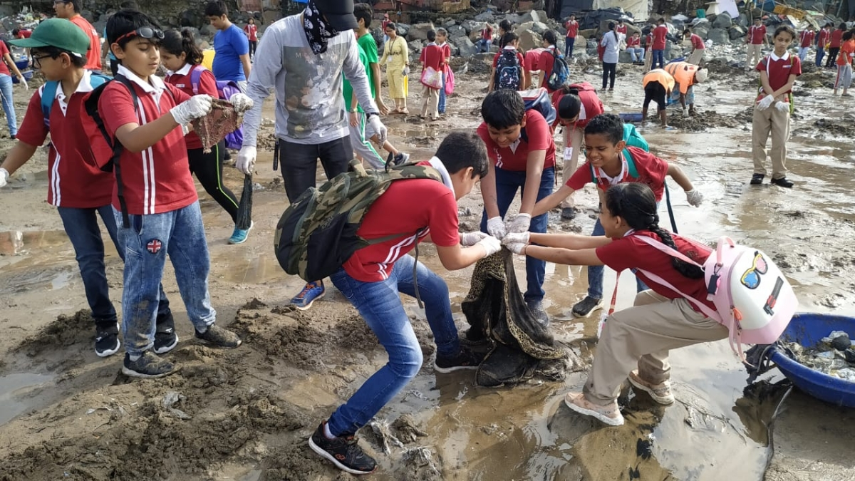 CNBC-TV18 collaborates with Afroz Shah Foundation for a cleanliness drive
