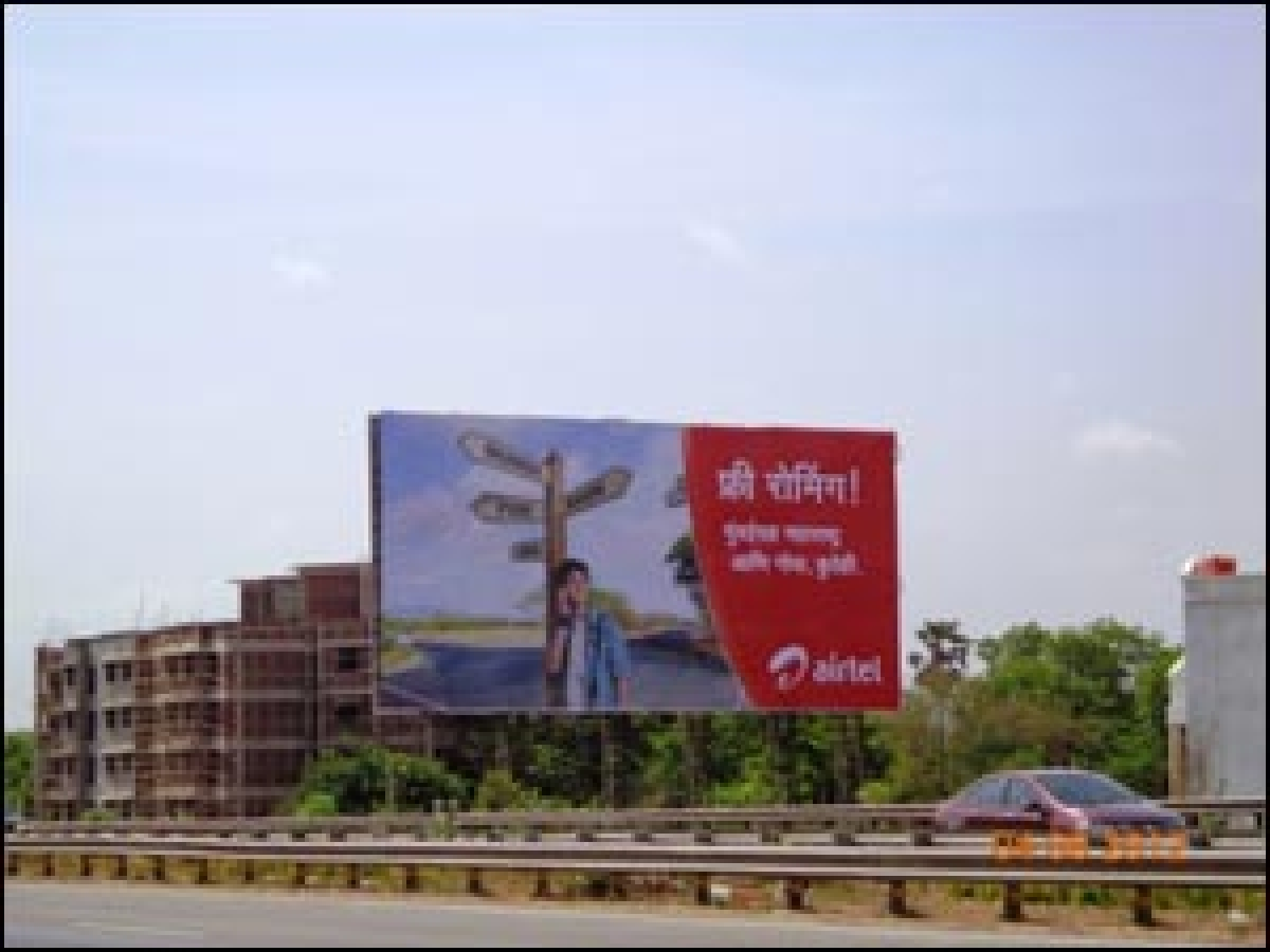 Airtel goes outdoor to promote free calls on roaming offer