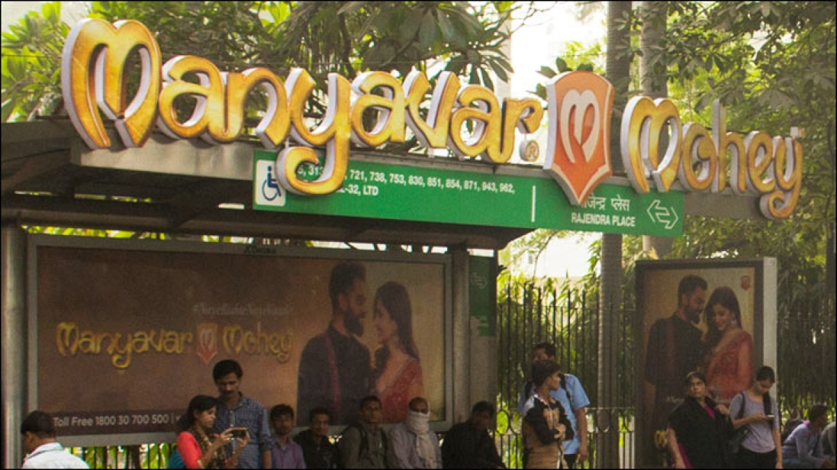 Manyavar Mohey promotes #NayeRishteNayeVaade campaign through outdoor ads