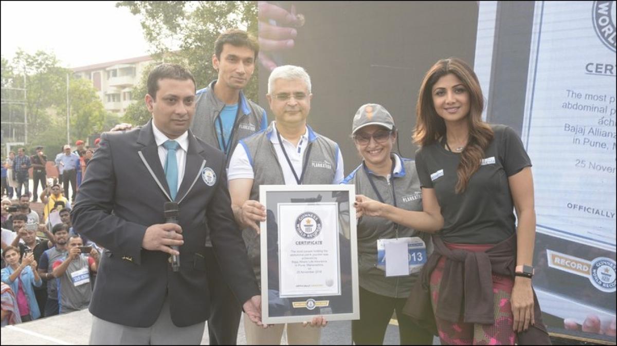 Bajaj Allianz gets 2k+ people to 'plank' in outdoor act