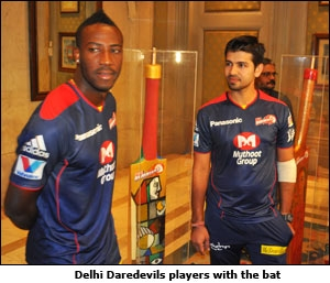 Delhi Daredevils players with the bat