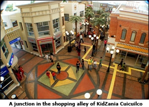 A junction in the shopping alley of KidZania Cuicuilco