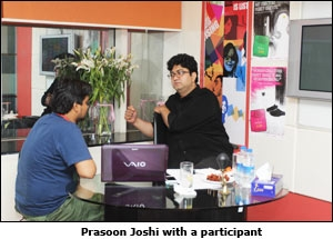 Prasoon Joshi with a participant