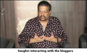 Sanghvi interacting with the bloggers